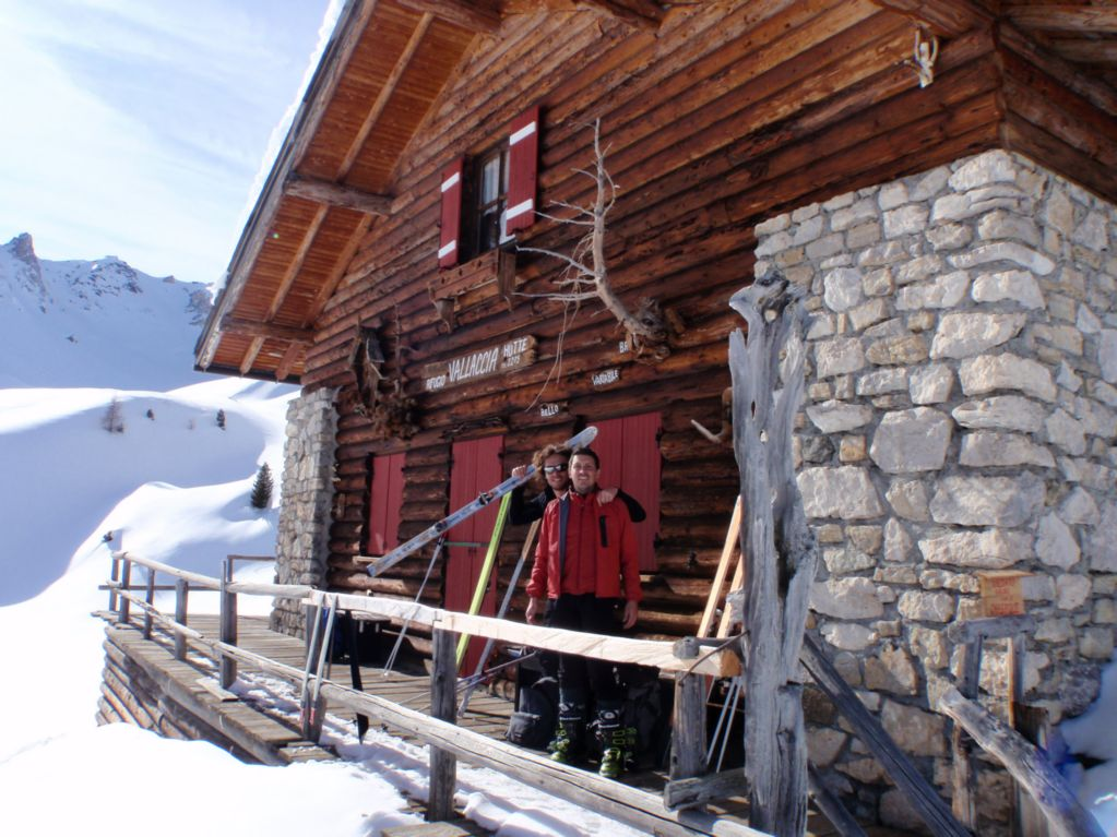 Front view of the Vallaccia hut